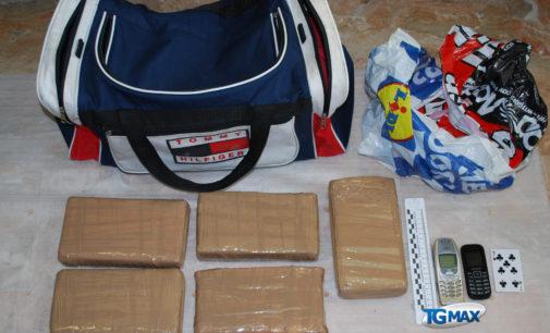 Droga: corriere arrestato a Pescara con 5,5 kg di cocaina