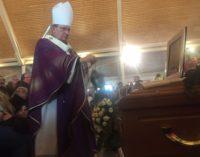 L'Aquila piange le vittime dello schianto dell'elicottero, funerali col ministro Pinotti