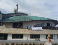 Basta con odio e violenza sui social, il monito del parroco ai funerali di Italo D'Elisa
