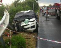 Schianto su Ss16: due giovani morti, nulla osta per funerali Agli arresti l'amico che guidava