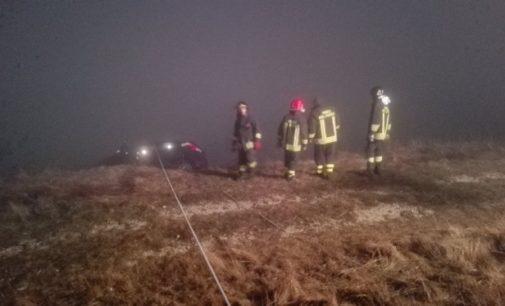 A Schiavi d'Abruzzo finisce con l'auto sul dirupo, la salvano i vigili e la sua prontezza di riflessi