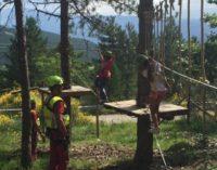 Apre il Parco Avventura Gran Sasso tra ponti tibetani e percorsi ad ostacoli