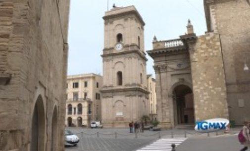 Dimora storica nella Torre civica tra lusso e sospette pendenze