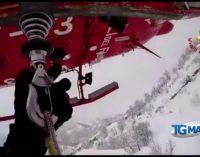 Emergenza neve: i vigili del fuoco soccorrono anziani in elicottero a Castellana