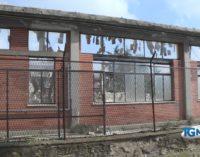"""<div class=""""dashicons dashicons-video-alt3""""></div>Forestale sequestra cantiere edile all'ex liceo Galilei di Lanciano, si sospetta la presenza di amianto"""