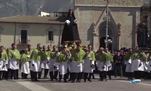 Il saluto dei Santi conclude la Pasqua