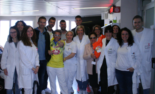 """<div class=""""dashicons dashicons-camera""""></div>Calciatori del Pescara in visita ai pazienti della Clinica oncologica dell'ospedale di Chieti"""
