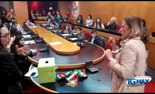 """<div class=""""dashicons dashicons-video-alt3""""></div>Letizia è il nuovo mini sindaco della Città dei bambini di Lanciano"""