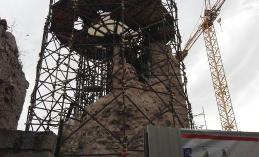 """<div class=""""dashicons dashicons-camera""""></div>Torre Medicea rinasce a Santo Stefano di Sessanio, oggi la posa della prima pietra"""