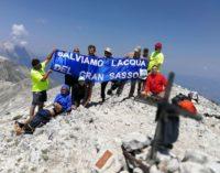 """<div class=""""dashicons dashicons-camera""""></div>Salviamo l'acqua del Gran Sasso, striscione sul Monte Camicia"""