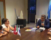 """<div class=""""dashicons dashicons-camera""""></div>Penne al dente, la vincitrice del concorso letterario per studenti incontra il governatore d'Abruzzo"""