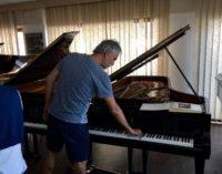 """<div class=""""dashicons dashicons-camera""""></div>Andrea Bocelli a Pescara per acquistare un pianoforte da Fabbrini"""