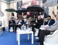 """<div class=""""dashicons dashicons-camera""""></div>Di ombrelli, di donne e di governatori in Fonderia Abruzzo"""