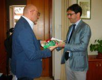 """<div class=""""dashicons dashicons-video-alt3""""></div>Dayco annuncia 135 esuberi a Chieti, il sindaco Di Primio riconsegna la fascia in prefettura"""