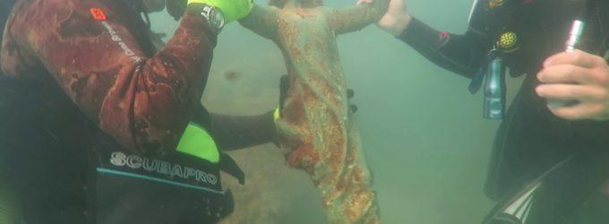"""<div class=""""dashicons dashicons-video-alt3""""></div>Cristo sommerso riemerge dal mare di Rocca San Giovanni per il restauro"""