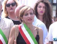 """<div class=""""dashicons dashicons-video-alt3""""></div>Migranti, sindaci in protesta a San Salvo per dire no a nuovi arrivi"""