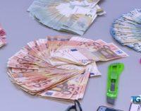 """<div class=""""dashicons dashicons-video-alt3""""></div>Rapinano la banca e fuggono in spiaggia a Pescara, arrestati"""