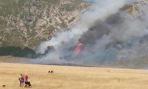 """<div class=""""dashicons dashicons-camera""""></div>Incendio sul Gran Sasso, 14 indagati del Pescarese"""