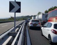 "<div class=""dashicons dashicons-camera""></div>Incidente mortale in A14: morta 31enne colpita da pneumatico di un tir"