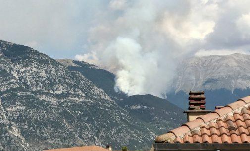 """<div class=""""dashicons dashicons-camera""""></div>Fiamme sul Morrone a Passo San Leonardo, canadair in azione"""