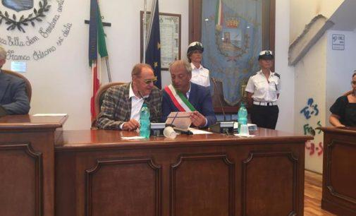 """<div class=""""dashicons dashicons-camera""""></div>Renzo Arbore cittadino onorario di Francavilla al mare"""
