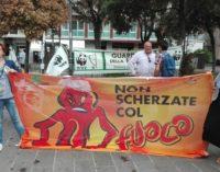 """<div class=""""dashicons dashicons-video-alt3""""></div>Sit-in emergenza incendi, a Pescara manifestano Legambiente e Wwf"""