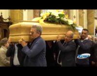 """<div class=""""dashicons dashicons-video-alt3""""></div>Lanciano in lutto abbraccia il suo vice sindaco per l'ultimo saluto"""