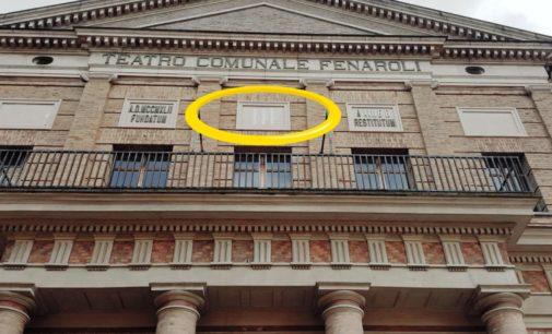 """<div class=""""dashicons dashicons-video-alt3""""></div>Lanciano, rimossi i fasci littori dal teatro Fenaroli"""