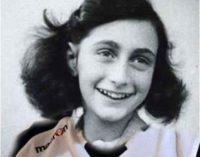 "<div class=""dashicons dashicons-camera""></div>Dal Basket Aquilano una maglia per Anna Frank"