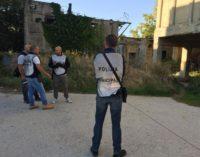 """<div class=""""dashicons dashicons-camera""""></div>Sgomberata area ex draga lungofiume a Pescara, operazione della Polizia municipale contro i bivacchi"""