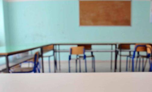 """<div class=""""dashicons dashicons-camera""""></div>Maltrattamenti ai piccoli alunni con pizzicotti e tirate di capelli, maestra agli arresti domiciliari a Pescara"""