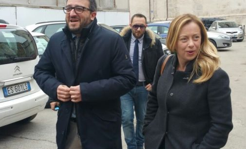 Giorgia Meloni: L'Aquila deve restare capoluogo di Regione, il consiglio comunale dà mandato al sindaco Biondi