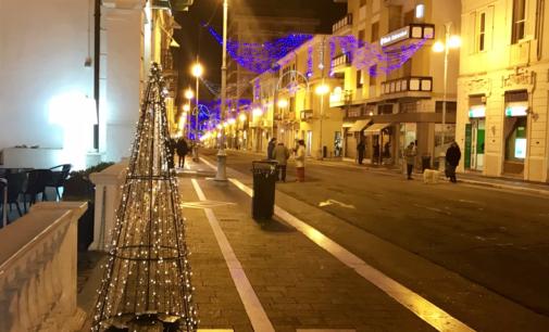 Natale a Lanciano: 42 alberelli realizzati dai detenuti per i negozianti del centro
