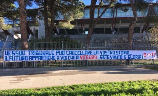 Vicenza: striscione di solidarietà dai tifosi del Pescara, la procura ha chiesto il fallimento