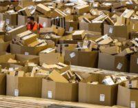 Amazon brevetta bracciali per monitorare dipendenti, lo scrive GeekWire