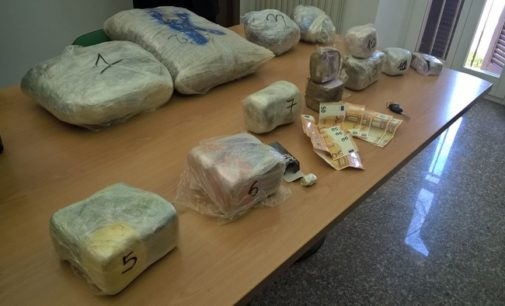 Trasportava 17 Kg di droga in auto, arrestato