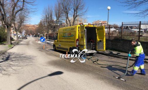 Lanciano: autobus in panne lascia una scia di olio motore per strada