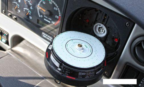 Camionista finisce nei guai: patente sospesa e duemila euro di multa