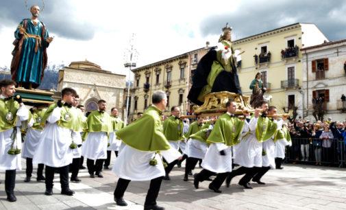 Sulmona: in diecimila alla Madonna che scappa
