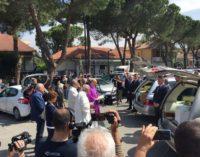 """Tanta commozione ai funerali di Marina Angrilli e la figlia Ludovica: il vescovo, """"Il male le ha rapite ma noi vogliamo puntare gli occhi sull'eterno bene"""""""