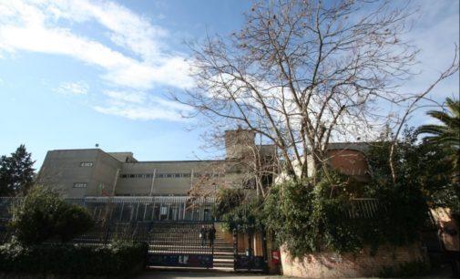 Pescara: un minuto di silenzio nel Liceo scientifico Da Vinci dove insegnava Marina Angrilli