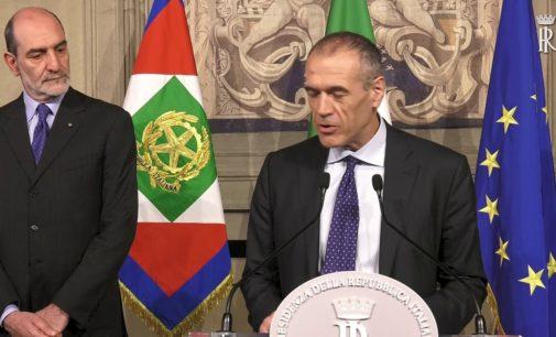 Cottarelli rimette il mandato al Quirinale: non è più necessario formare un governo tecnico, è stato per me un grande onore servire il Paese