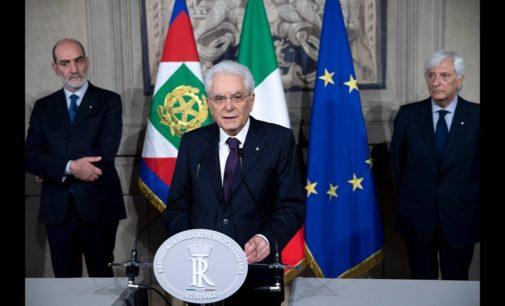 Mattarella pone veto su Savona all'Economia, incarico di formare il nuovo governo a Carlo Cottarelli