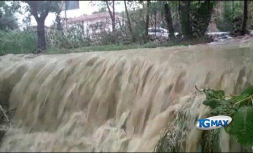 Lanciano: dopo l'acqua alta e i negozi allagati dal nubifragio, si spala il fango rimasto