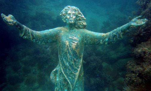 Rubato il Cristo degli Abissi, nella Costa dei trabocchi sono scesi i barbari