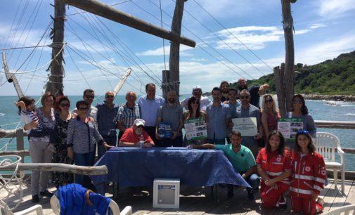 Gli Amici di Marcello donano tre defibrillatori alla Costa dei trabocchi, la cerimonia di consegna sul trabocco Turchino