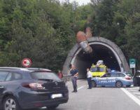 A24: due ore fermi per traforo Gran Sasso chiuso, protestano gli automobilisti per mancanza di indicazioni lungo il tragitto