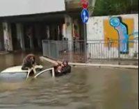 Amilcare, Flavio e Luca salvano una donna bloccata nell'auto sommersa dall'acqua a Francavilla al mare