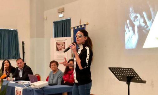 Gessica Notaro racconta la sua storia agli studenti e dice: denunciate sempre e parlate senza vergogna