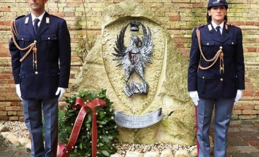 Caduti della Polizia di Stato, corona d'alloro al cippo commemorativo di Chieti